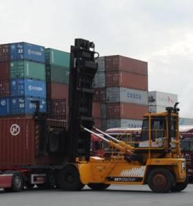 Containeroverslag We zorgen voor een ervaren bestuurder voor uw handler.